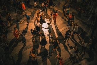Se busca pareja de 50 a 60 años que baile swingpara spot de TV en Madrid