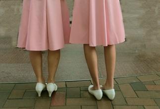 Se solicitan hermanas gemelas o muy parecidas para figuración en Valencia