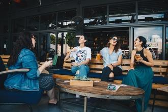 Se solicitan grupos de amigos y amigas de 30 a 35 años para publicidad