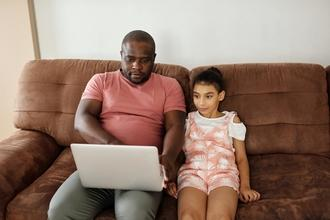 Se busca padre e hijo/a de 5 a 6 años que esté aprendiendo a leer para proyecto en Barcelona
