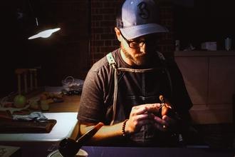 Se necesitan hombres de entre 30-50 años con nociones de artesanía en Madrid