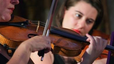 Se buscan figurantes que sepan tocar instrumentos musicales para serie de TV en Madrid