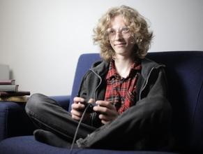 Se requiere chico de 16 años para paticipar en videojuego corporativo en Madrid