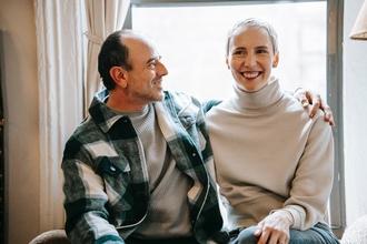 Se solicitan parejas de 50 a 60 años para proyecto en Madrid y Barcelona