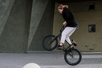 Se precisan chicas y chicos de 20 a 30 años que practiquen BMX para proyecto en Barcelona