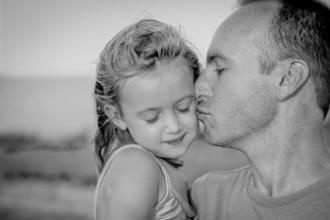 Se seleccionan padre de 35 a 45 años e hija de 6 a 9 años,ambos con look internacional, para vídeo de contenido digital publicitario en Madrid