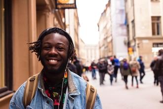 Se precisa actor negro de 20 a 25 años para serie de TV en Madrid