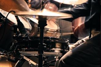 Se convoca baterista para publicidad en Madrid