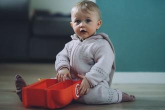 Se seleccionabebé(niña)de 9 a 11 meses para serie de televisión en Madrid