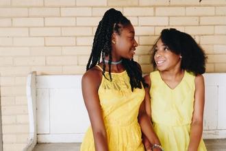 Se requieren hermanas negras de 3 a 15 años para proyecto remunerado en Barcelona
