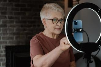 Se requiere actriz rusa de 50 a 70 años para proyecto de TV en Madrid