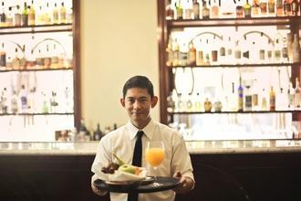 Se buscan camareros reales de 30 a 40 años para rodaje Barcelona