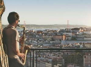 Se precisan saxofonistasyviolinistaspara evento nocturno en Murcia