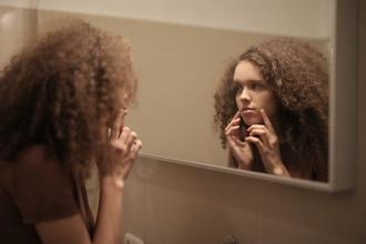 Se buscan mujeres con marcas de acné de 30 a 45 años para proyecto remunerado