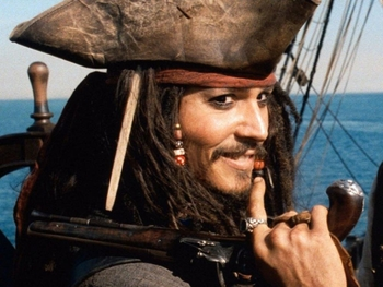 """Johnny Depp se hiere la mano rodando la nueva entrega de """"Piratas del Caribe"""""""