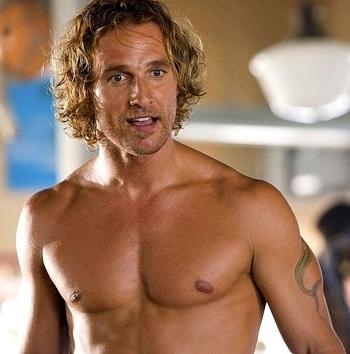 Matthew McConaughey orgulloso de su participación en comedias románticas