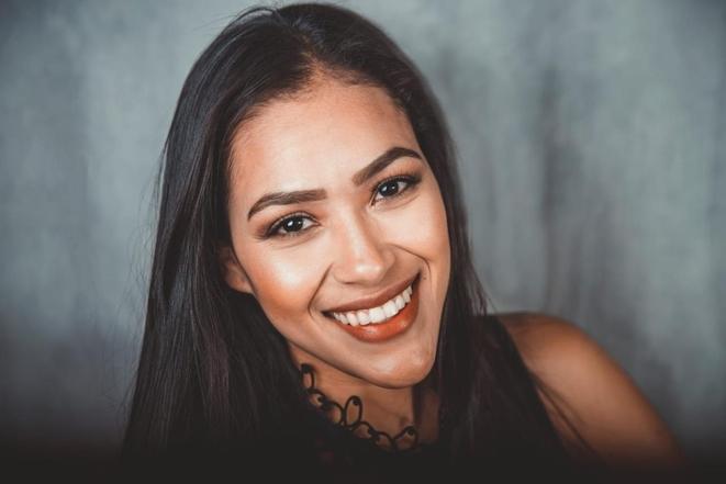 Laura apuesta por una carrera artística sin fronteras