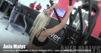 RIMINI WELLNESS 2015 : ANIA MALYS IFBB Bikini Model fitness training at MATRIX stand